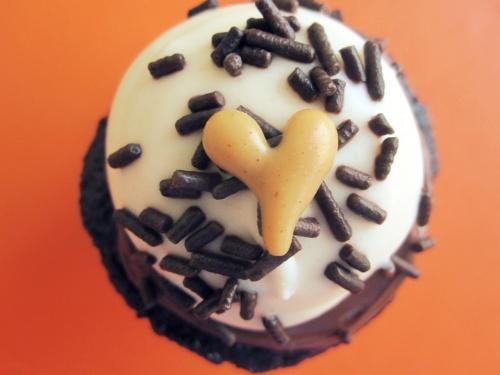 pb & dark chocolate cupcakes