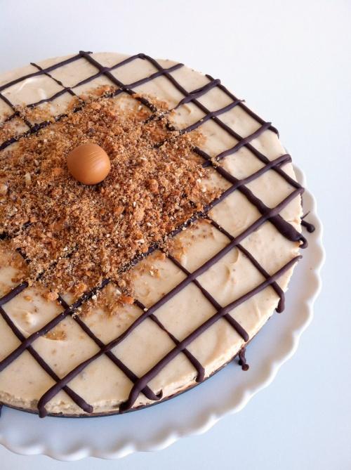 butterfinger pretzel cheesecake